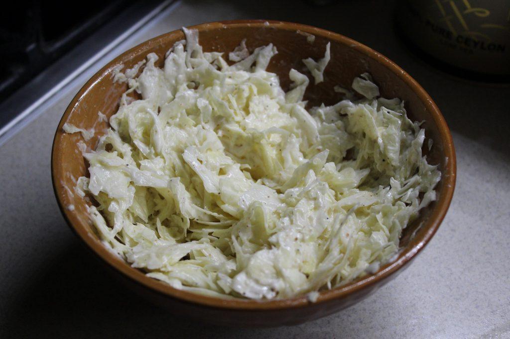 Фото рецепта - Пикантный капустный салат - шаг 5