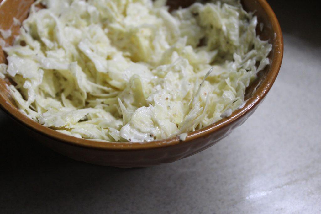 Фото рецепта - Пикантный капустный салат - шаг 6