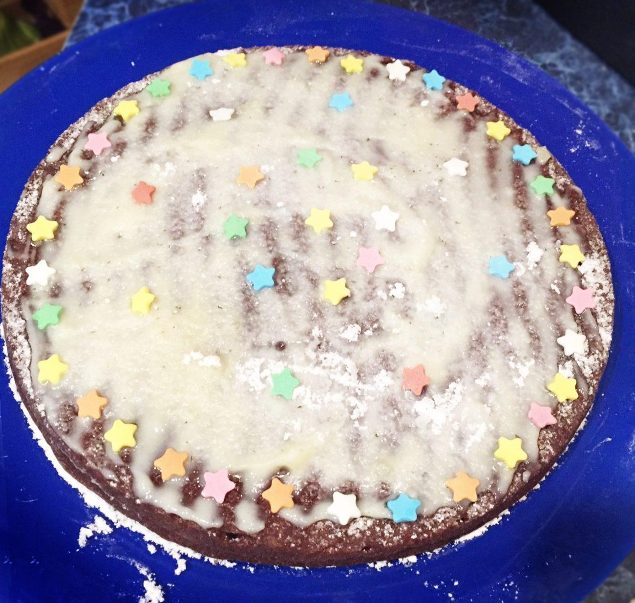 Шоколадный кекс на основе манки и какао