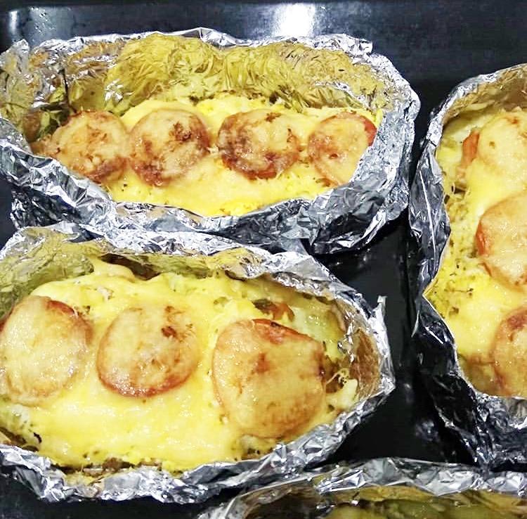 Форель в духовке с картошкой, в лодочках из фольги