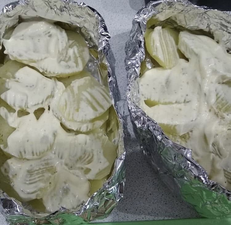 Фото рецепта - Форель в духовке с картошкой, в лодочках из фольги - шаг 1