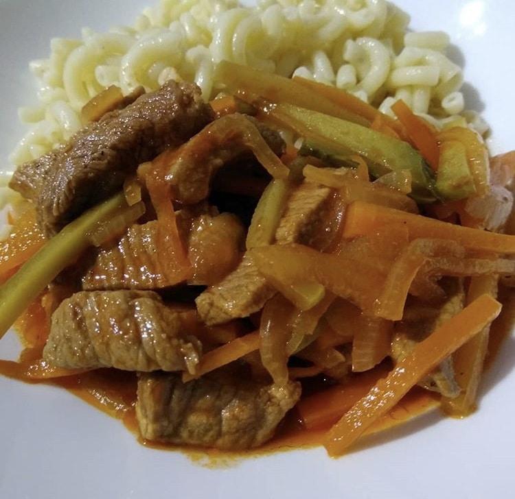 Фото рецепта - Азу из говядины с морковью и маринованными огурцами - шаг 6