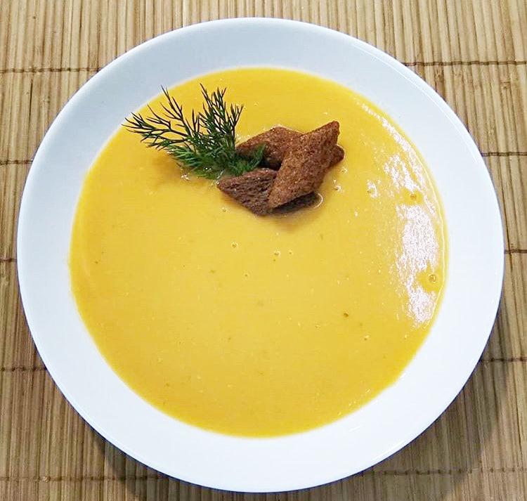 Суп-пюре из чечевицы на курином бульоне
