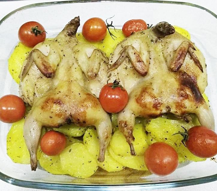 Перепелка в духовке с овощами
