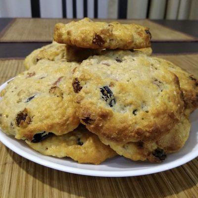 Овсяное печенье с изюмом и курагой - рецепт с фото