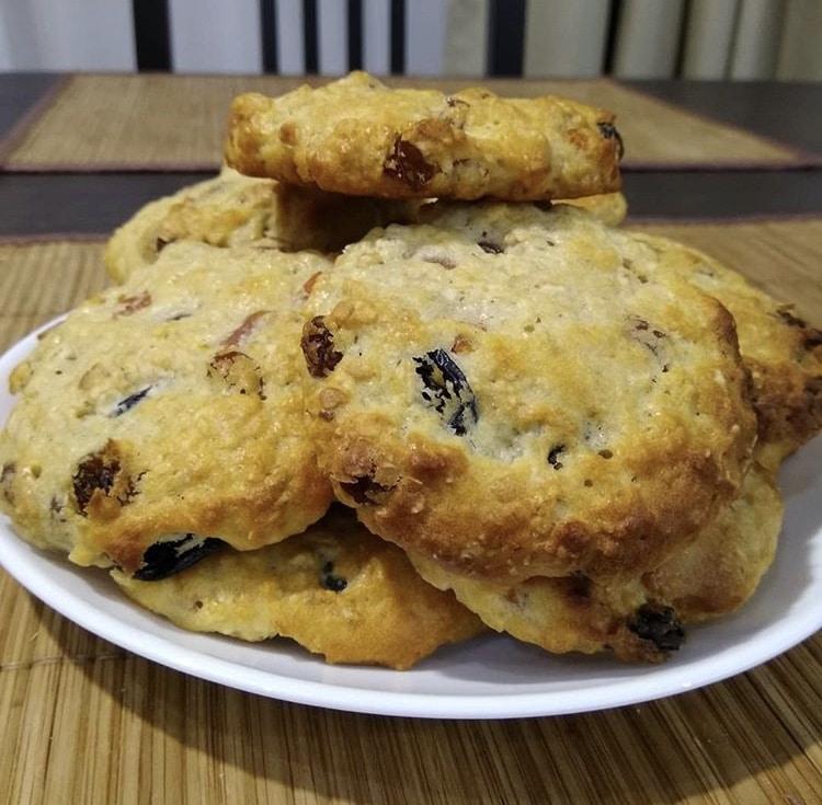 Овсяное печенье с изюмом и курагой
