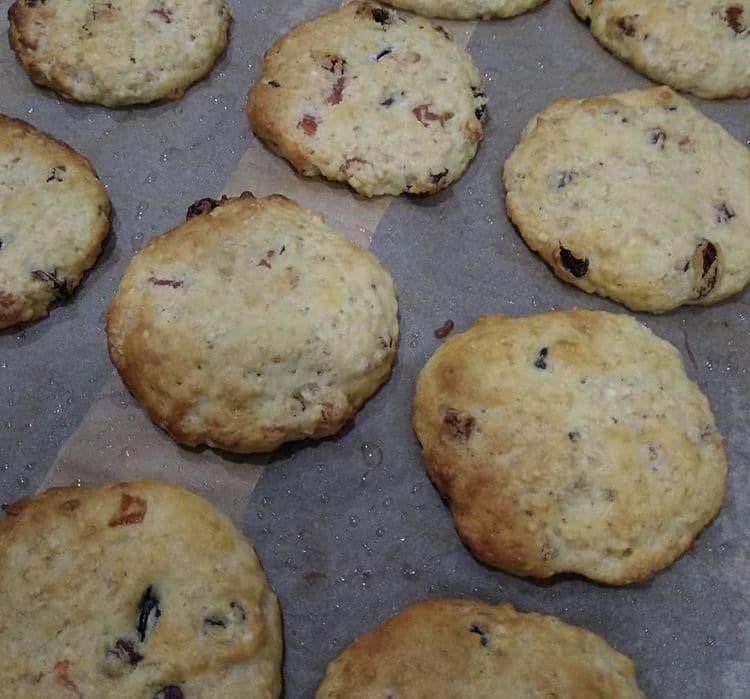 Фото рецепта - Овсяное печенье с изюмом и курагой - шаг 5