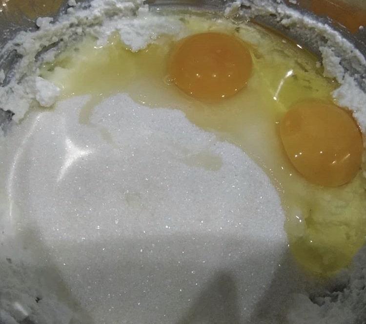 Фото рецепта - Королевская ватрушка с творогом - шаг 2