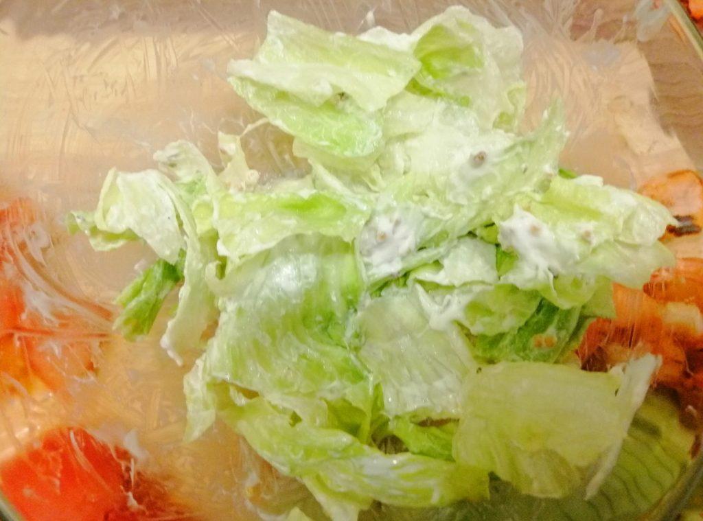 """Фото рецепта - Салат """"Цезарь"""" по версии правильного питания - шаг 5"""