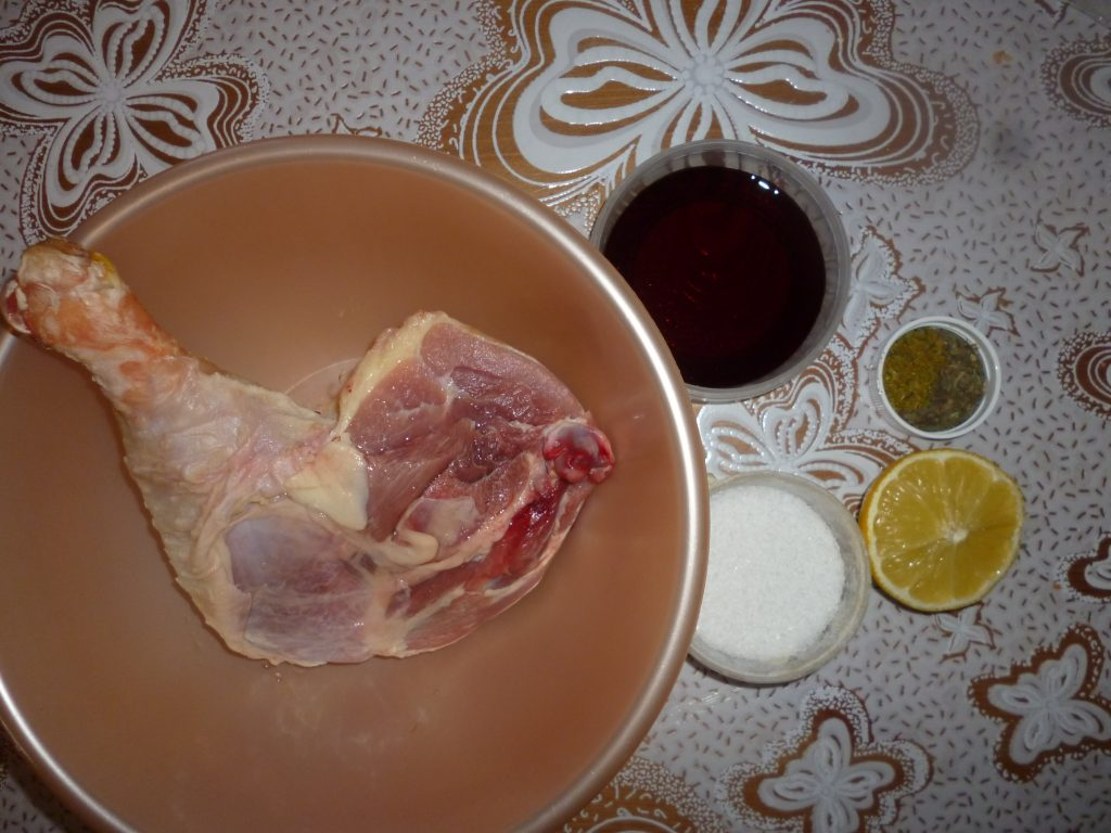 Фото рецепта - Ароматная куриная голень в духовке - шаг 1