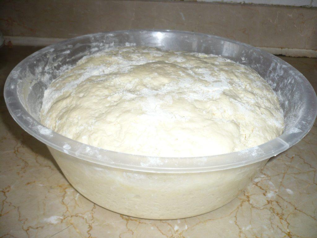 Фото рецепта - Горячие бутерброды в дрожжевых булочках - шаг 1