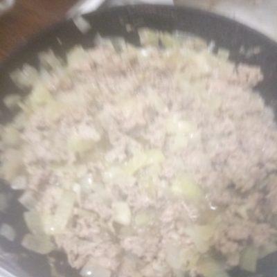 Фото рецепта - Макароны с фаршем и сырным соусом - шаг 3