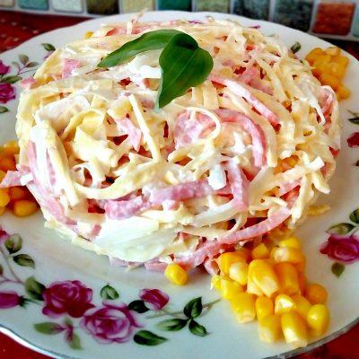 "Салат ""Аппетит"" из яйца и колбасы - рецепт с фото"