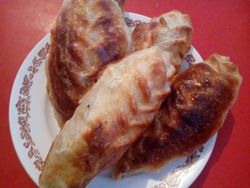 Фото рецепта - Самса-косичка по-казахски из слоеного теста - шаг 5