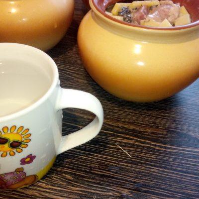 Фото рецепта - Грибное жаркое с грибами и картофелем в горшочках - шаг 7
