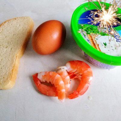 """Фото рецепта - Бутерброд """"Утренний"""" с яйцом - шаг 1"""