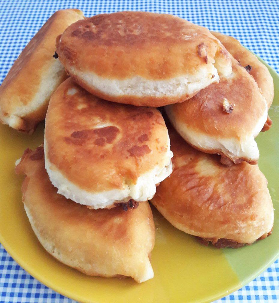 Фото рецепта - Дрожжевые пирожки с капустой - шаг 13