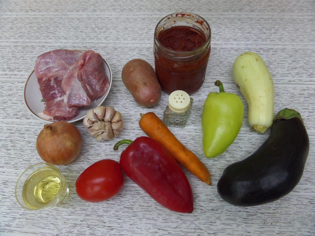 Фото рецепта - Овощное рагу со свининой в горшочках - шаг 1