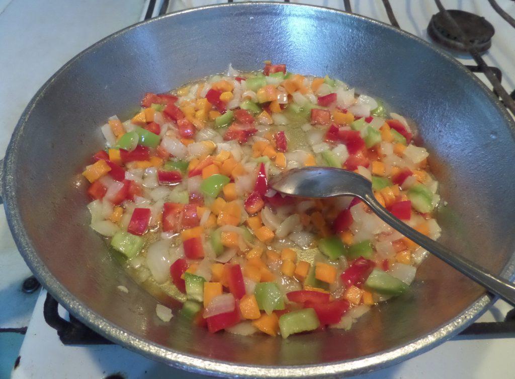 Фото рецепта - Овощное рагу со свининой в горшочках - шаг 11