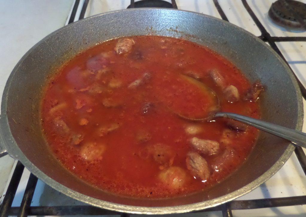 Фото рецепта - Овощное рагу со свининой в горшочках - шаг 4