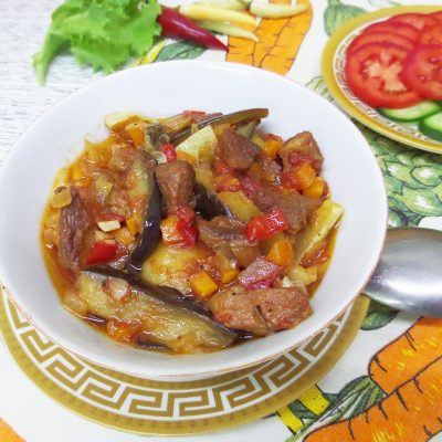 Овощное рагу со свининой в горшочках - рецепт с фото