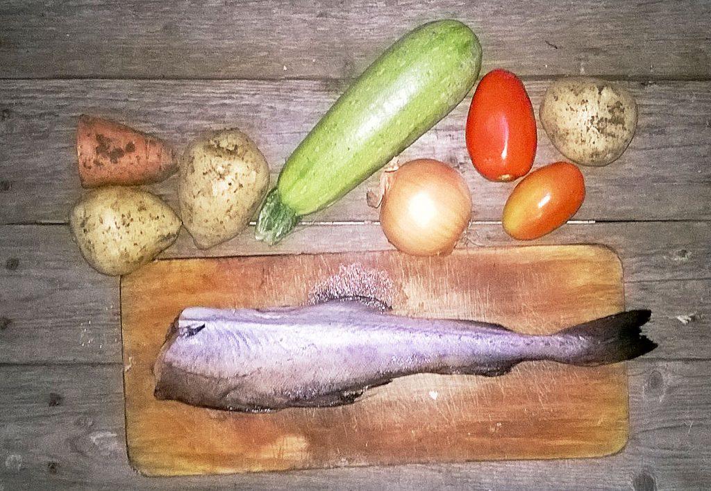 Фото рецепта - Минтай, тушеный с кабачками и картофелем - шаг 1