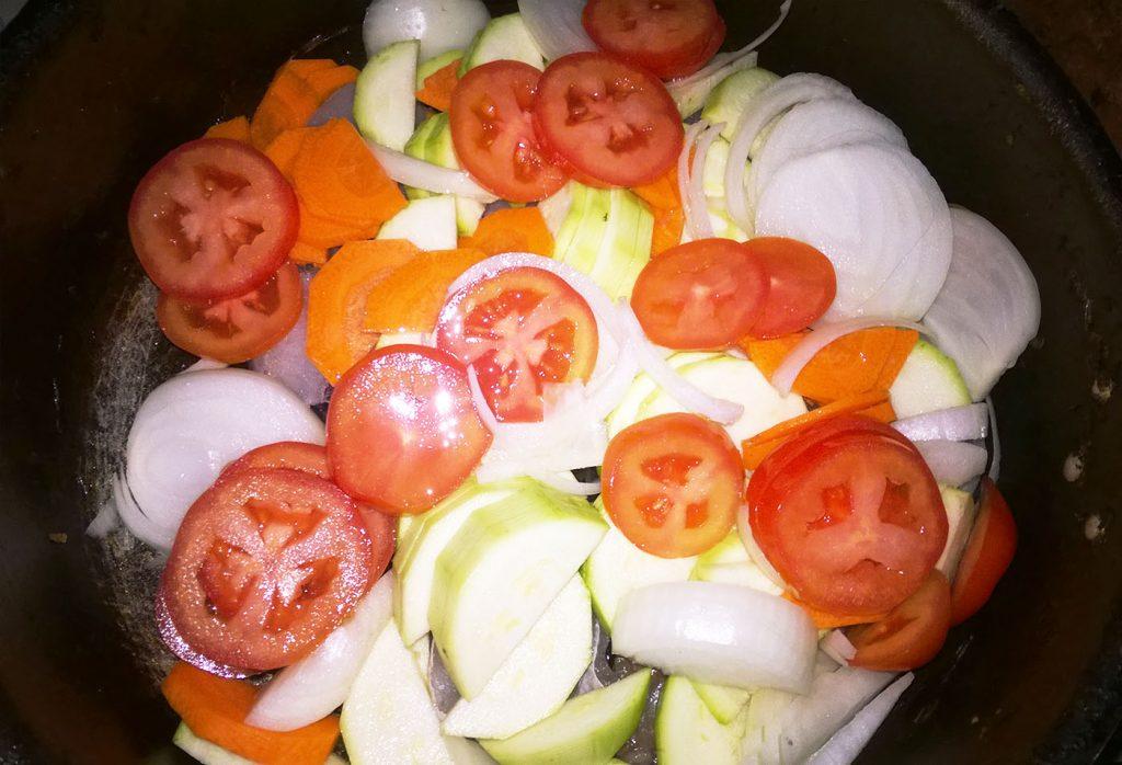Фото рецепта - Минтай, тушеный с кабачками и картофелем - шаг 2