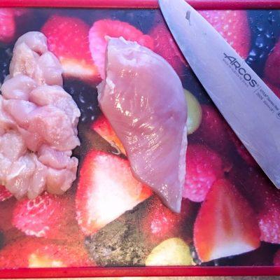 Фото рецепта - Греческий салат из пекинской капусты с куриной грудкой - шаг 1