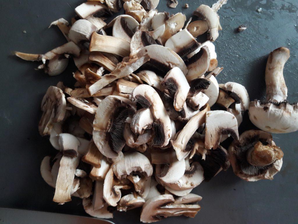 Фото рецепта - Свинина, запеченная с грибами и сыром - шаг 6
