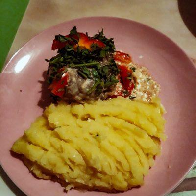 Свиные тефтели с рисом и шампиньонами - рецепт с фото