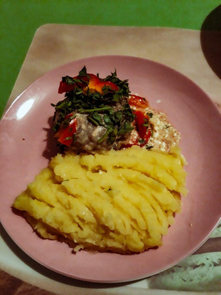 Фото рецепта - Свиные тефтели с рисом и шампиньонами - шаг 7