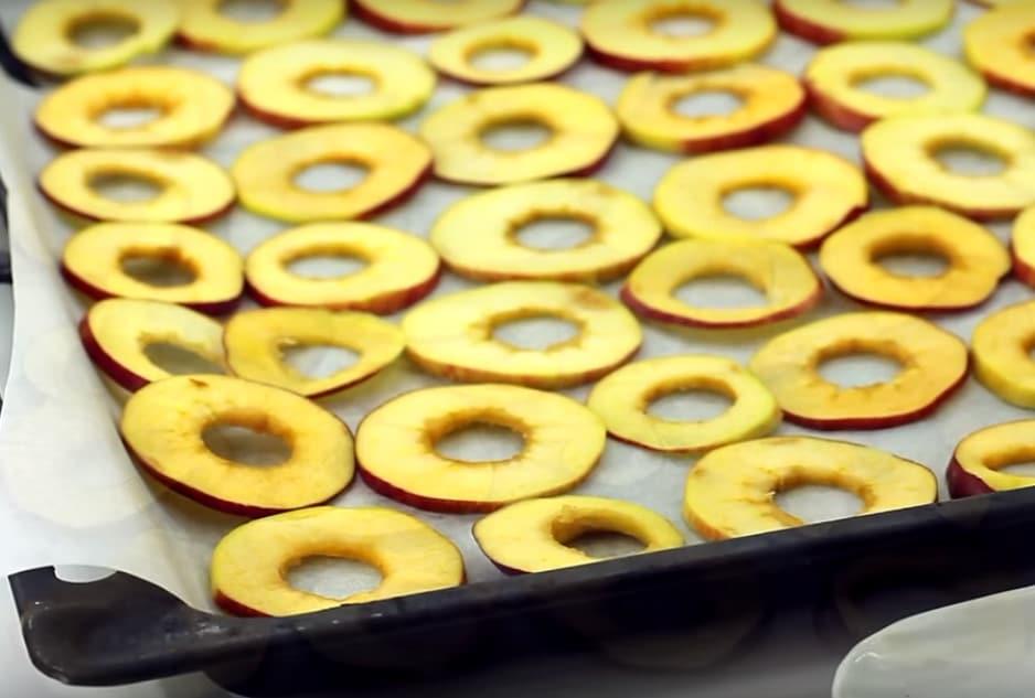 Фото рецепта - Яблоки, сушёные в духовке - шаг 5