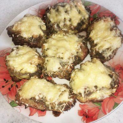 Свинина под сырной шубой, с луком и картофелем - рецепт с фото