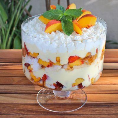 Десерт на сметане с печеньем и персиком за 10 минут - рецепт с фото
