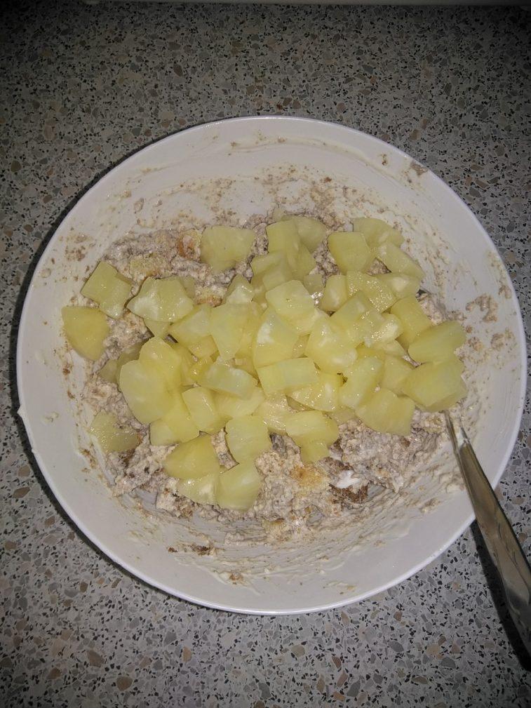 """Фото рецепта - Бисквитный торт """"Панчо"""" на сметане с ананасами - шаг 5"""