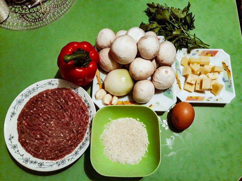 Фото рецепта - Свиные тефтели с рисом и шампиньонами - шаг 1