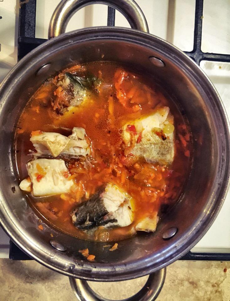 Фото рецепта - Минтай тушенный в томатном соусе - шаг 4