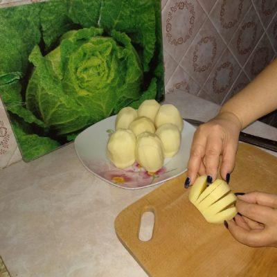 Фото рецепта - Хрустящая, ароматная картошка на праздничный стол - шаг 2