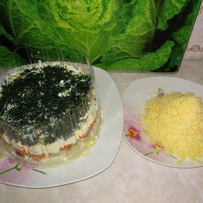 Фото рецепта - Овощной слоеный салат с копчёной курицей - шаг 5