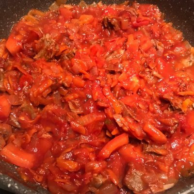 Фото рецепта - Острый говяжий суп с томатами и рисом - шаг 5
