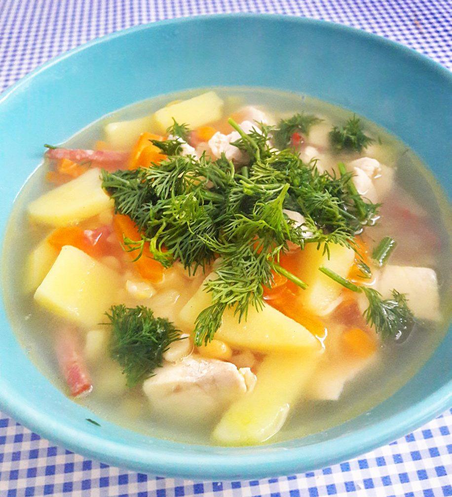Фото рецепта - Гороховый суп с колбаской и грудкой - шаг 8