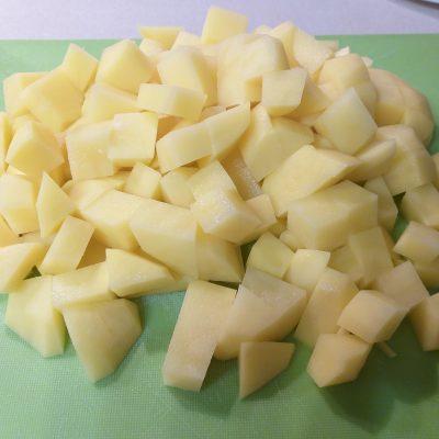 Фото рецепта - Жаркое из говядины с грибами в сметанном соусе - шаг 3