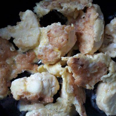 Фото рецепта - Жареная цветная капуста в яичном кляре - шаг 5