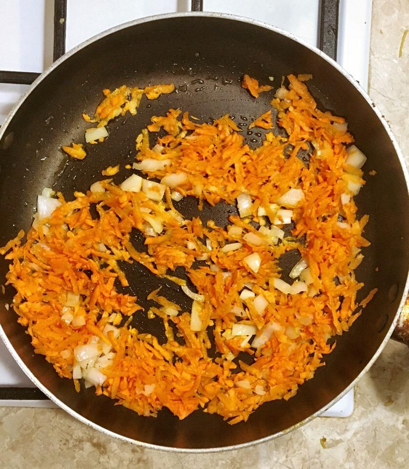 Фото рецепта - Минтай тушенный в томатном соусе - шаг 2