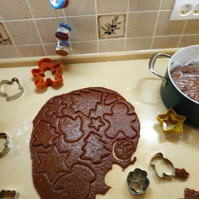 Фото рецепта - Домашние имбирные пряники с глазурью к Новому году - шаг 5