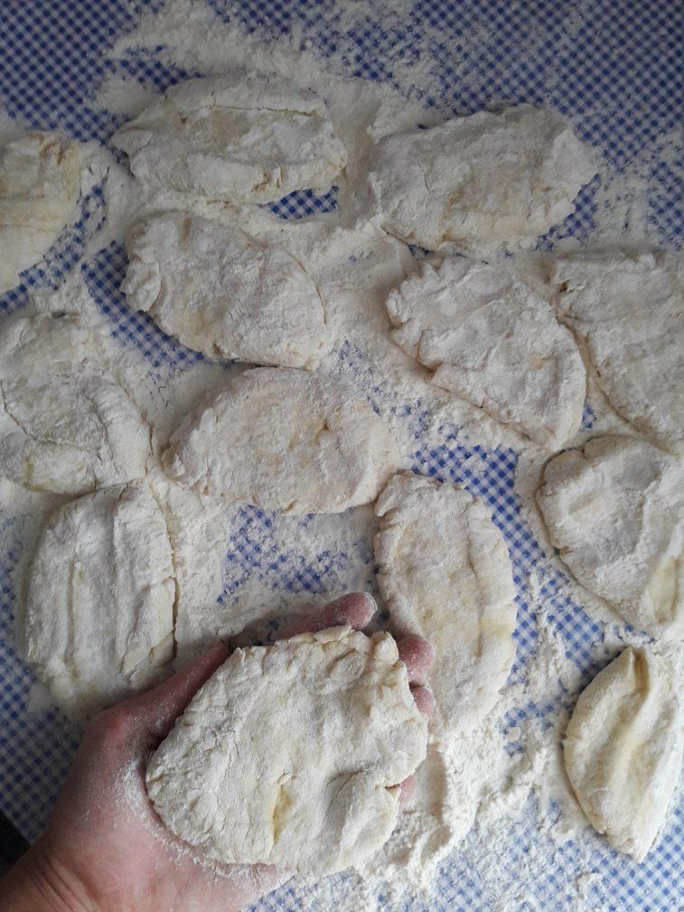 Фото рецепта - Дрожжевые пирожки с капустой - шаг 8