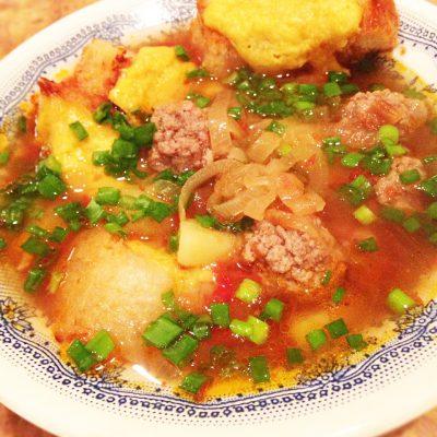Пряный луковый суп на пиве с фрикадельками - рецепт с фото