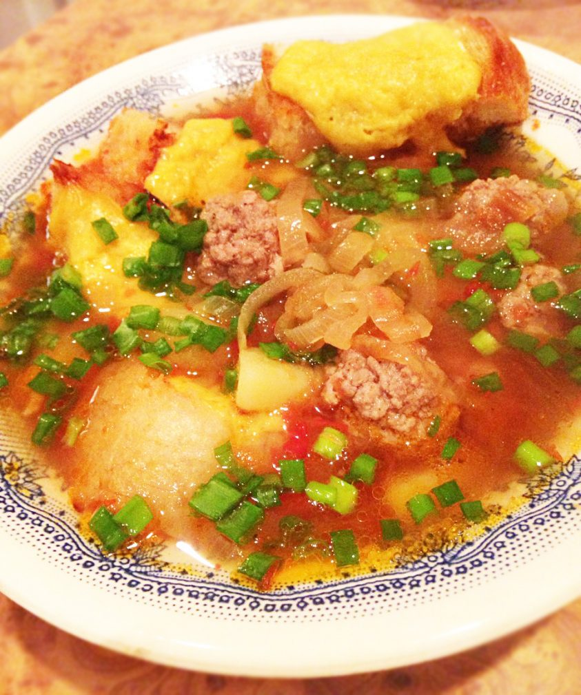 Фото рецепта - Пряный луковый суп на пиве с фрикадельками - шаг 7