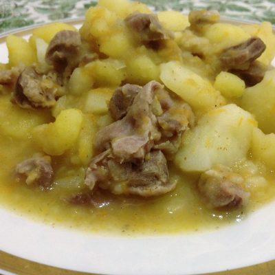 Фото рецепта - Тушеный картофель с куриными желудками и специями - шаг 8