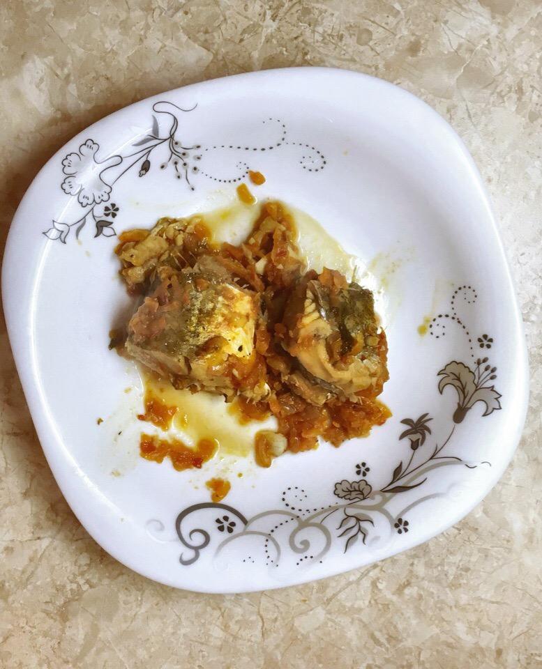 Фото рецепта - Минтай тушенный в томатном соусе - шаг 5